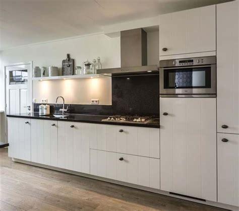 witte keuken met grijs blad witte keuken met zwart blad