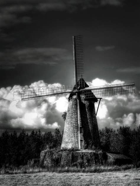 Dramatic Black & White—photography Software