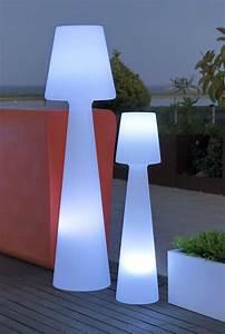 Lampadaire Exterieur Design : lampadaire exterieur design 42 id es lumineuses ~ Teatrodelosmanantiales.com Idées de Décoration