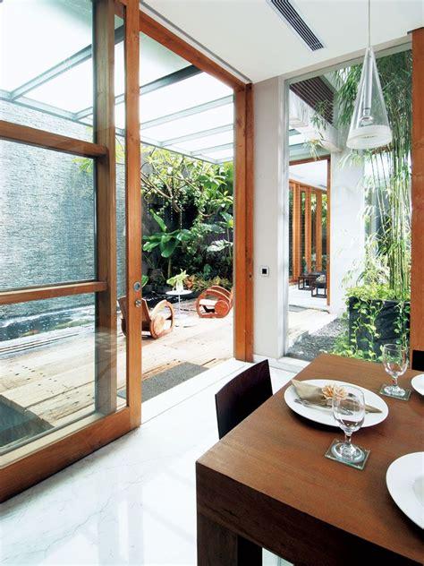 desain dapur menghadap taman wallpaper dinding