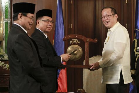 philippines muslim rebels sign peace treaty  government