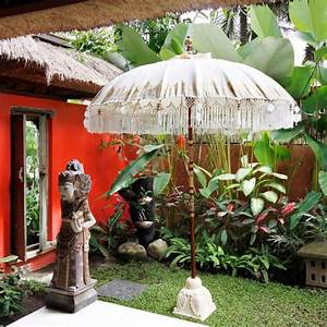 Sonnenschirm Asia Style : balinese umbrella with classic traditional paint material wood bamboo and fabrics finish ~ Frokenaadalensverden.com Haus und Dekorationen