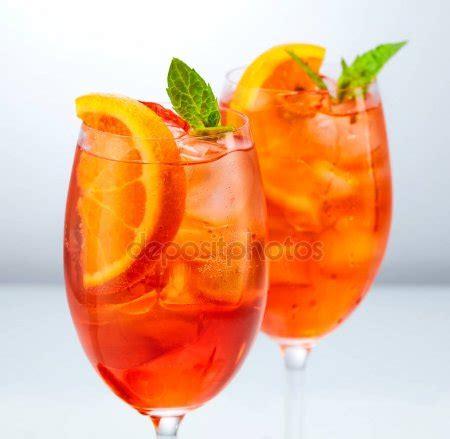Bicchieri Spritz by Bicchiere Di Aperol Spritz Foto Stock 169 Zmaris