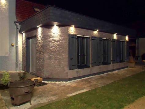 eclairage exterieur sous toiture emission d co id 233 e d eclairage de fa 231 ade de maison
