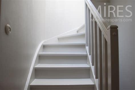un cour de cuisine escalier de bois blanc c1016 mires