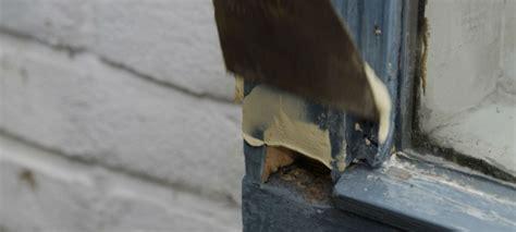Schuur In Muur Repareren by Buitenkozijn Repareren Alabastine Helpt U Aan Het Beste