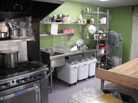 pastry kitchen design best 25 small bakery ideas on bakery shop 1423