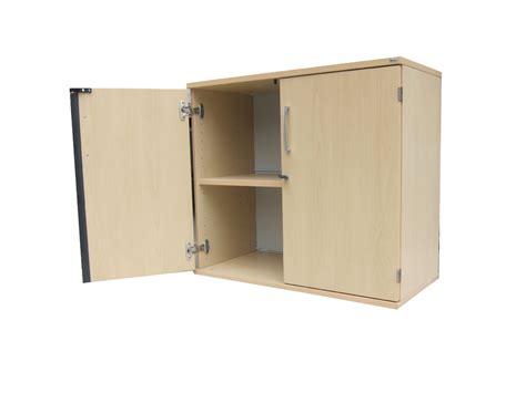 armoire basse bois clair kinnarps adopte un bureau