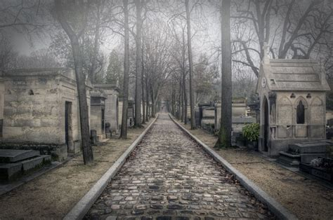 pere la chaise pere lachaise cemetery travel featured