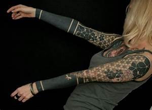 Tattoos Frauen Arm : 1001 oberarm und unterarm tattoo ideen vorlagen ~ Frokenaadalensverden.com Haus und Dekorationen