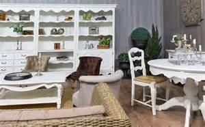 wohnzimmer sofa landhausstil wohnzimmer mit sofa im landhausstil hell und so gemütlich