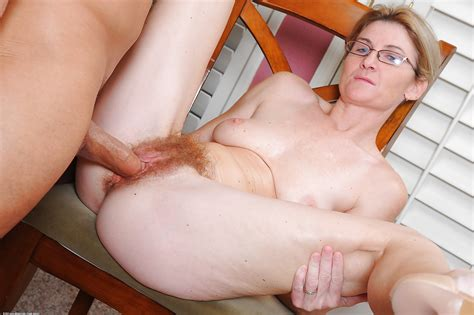 Amateur Chick Austin Scott Parks Her Hairy Vagina On Mans