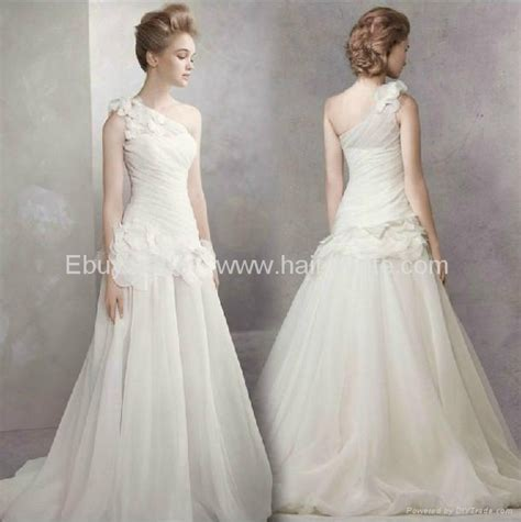 Vera Wang One Shoulder Wedding Dress With Train Design