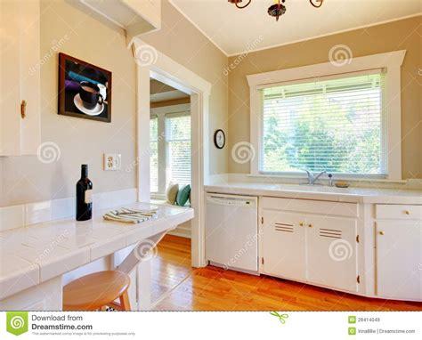 cuisine en dur cuisine blanche plancher bois wraste com