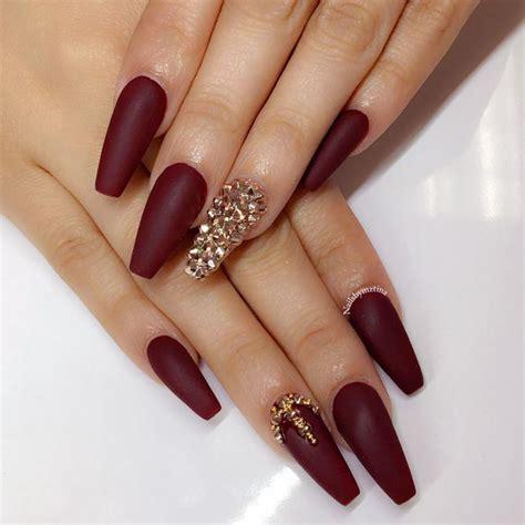 maroon nails    queen