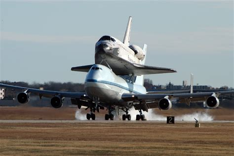File:SCA and Endeavour land at NAS JRB, Fort Worth, 2008 ...