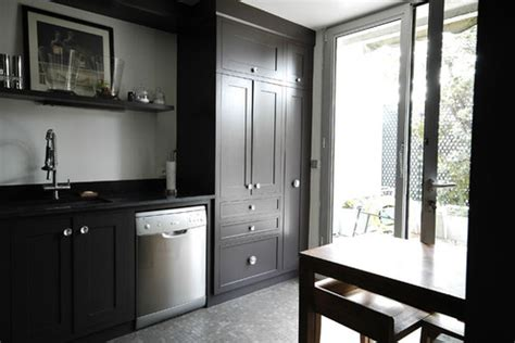 cuisine avec porte fenetre photo le guide de la cuisine cuisine amenagée dominance