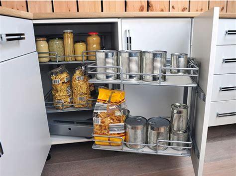 cuisine dans placard comment am 233 nager un placard d 233 coration