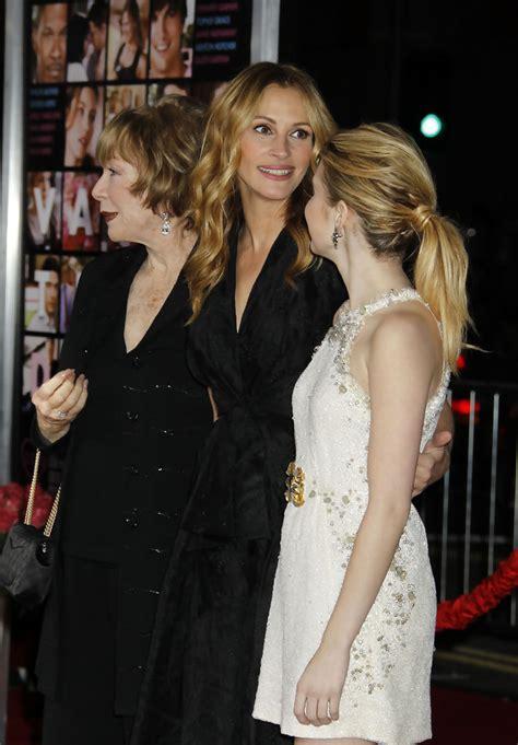 Julia Roberts, Shirley MacLaine, Emma Roberts - Julia ...