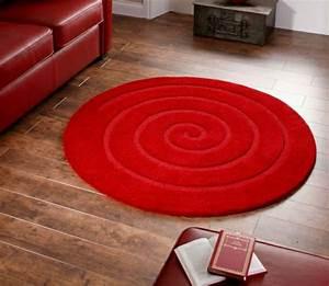 un tapis rond shaggy la touche de douceur et du confort With tapis rouge rond
