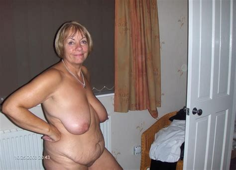 20985 1246877540 123 158lo in gallery full naked