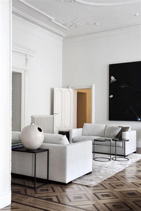 Modernes Wohnzimmer In Weiß  Schwarz Und Braun