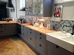 Guide deco carrelage cuisine tendance couleurs for Deco cuisine pour magasin meuble belgique