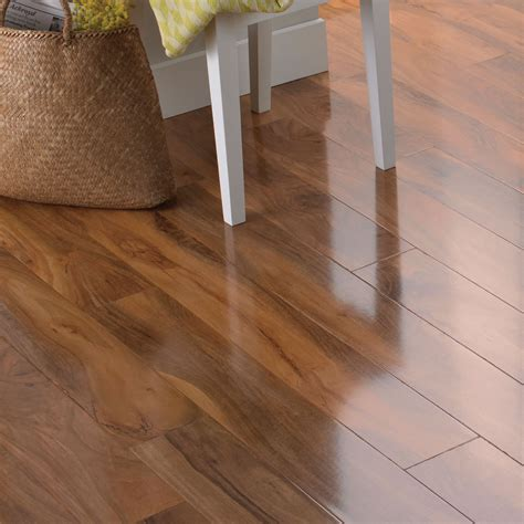 Dolce Walnut Effect Laminate Flooring 119 M² Pack