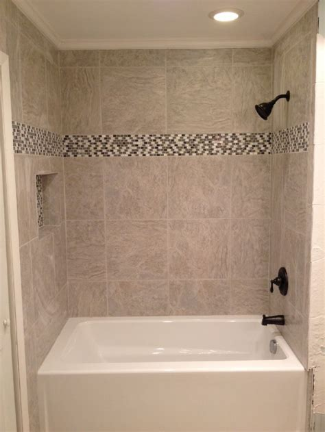 Small Bathroom Ideas With Tub And Shower by Best 25 Tub Tile Ideas On Tub Remodel Tiled