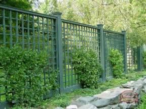 Small Trellis Fence by Best 25 Lattice Fence Panels Ideas On Deck