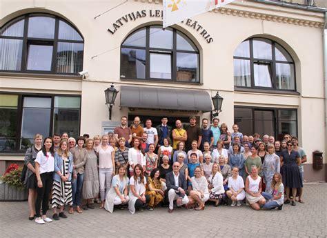 Latvijas Leļļu teātris 75. sezonu iesāk karaliski ...