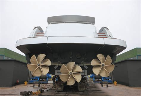pershing   propellers  engines yacht charter