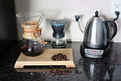 Sipping this coffee means you are consuming less caffeine and hence lowing the chances of sweating even after having enough. Chemex and the Pour Over Coffee   crave the good