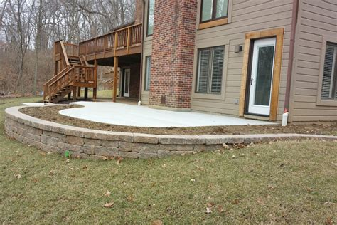 concrete patio with retaining wall truecrete