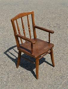 Chaise Enfant Avec Accoudoir : petite chaise en bois montreal table de lit ~ Teatrodelosmanantiales.com Idées de Décoration