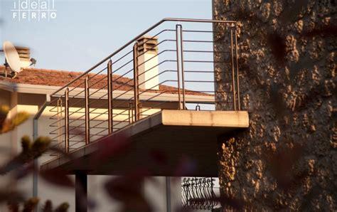 ringhiera per terrazzo ringhiera in acciaio verniciato e parapetto in vetro
