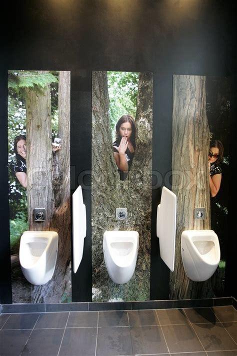 bilder an der wand urinale mit lustige bilder an der wand stockfoto colourbox