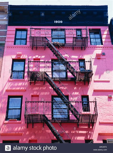 Haus Kaufen New York State by Rosa Fassade Und Treppe In Soho New York New York State