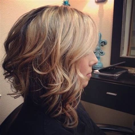 stylish ombre hairstyle for wavy hair medium length