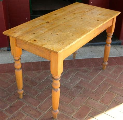 Pine Kitchen table.   Tables   dining.   Antique furniture