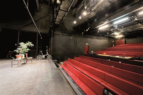 de theatre moderne theater dans en muziek stad brussel