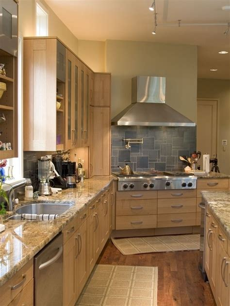 tiled splashbacks for kitchens best 25 maple kitchen ideas on maple kitchen 6199