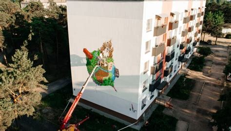 Liepājas Karostā tapis iespaidīgs sienas gleznojums - DELFI