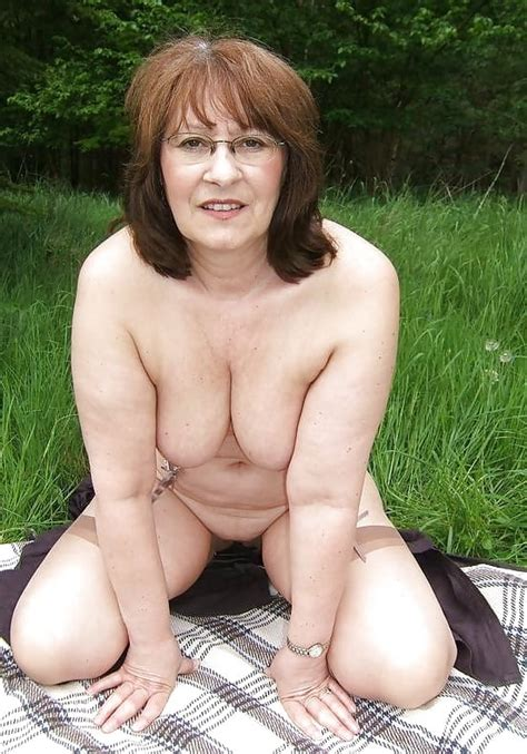 village lady kelly stripping in the woods 46 pics