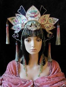 1000+ ideas about Geisha Costume on Pinterest | Traditional kimono Geisha makeup and Chinese kimono