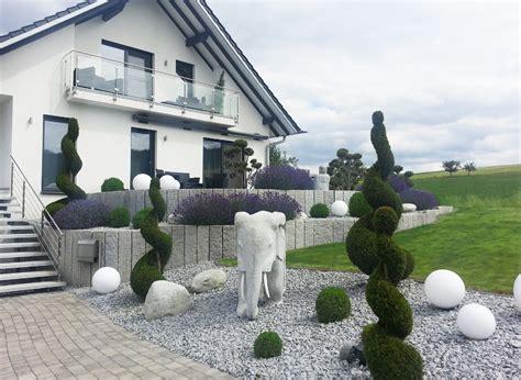 Moderne Und Pflegeleichte Gartenanlage In Marktheidenfeld