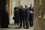 Rules The British Royal Family Follows - Simplemost