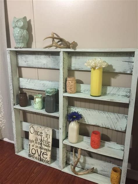diy home decor with pallets pallet home decor display shelf pallet furniture plans Diy Home Decor With Pallets