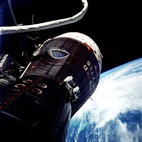 explorer for iphone gemini ix photographed by eugene cernan during his 2929