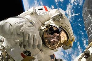 American astronaut in space · Free Stock Photo